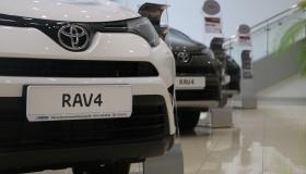 Toyota RAV4: комплектации и цены